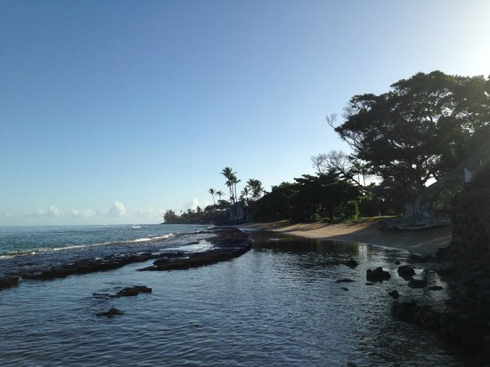 Paki Maui Resort : from hotel beach looking towards public beach area