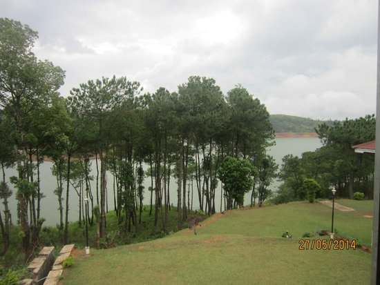 Orchid Lake Resort : Outer view from Orchid Restaurant
