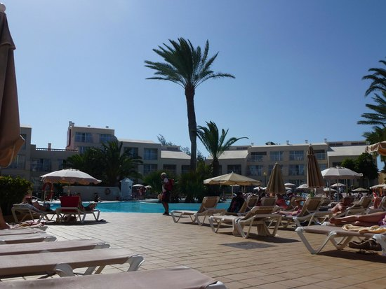 ClubHotel Riu Oliva Beach Resort: anexe area and pool