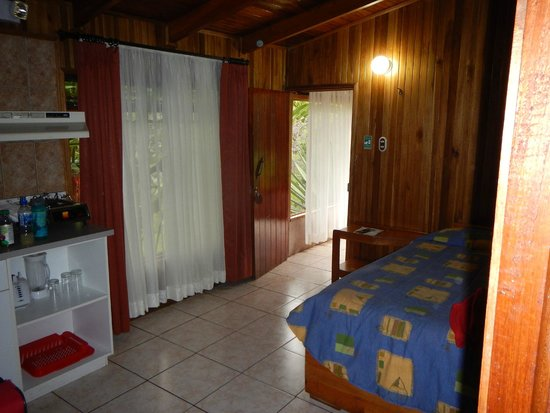 Los Pinos - Cabanas y Jardines: Twin bed for our son next to the kitchen area
