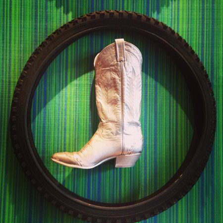 Lolo: silver boot in tire, visually striking