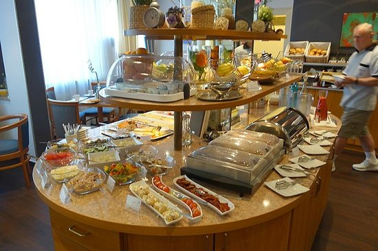 Mercure Hotel Kaiserhof Frankfurt City Center: breakfast buffet