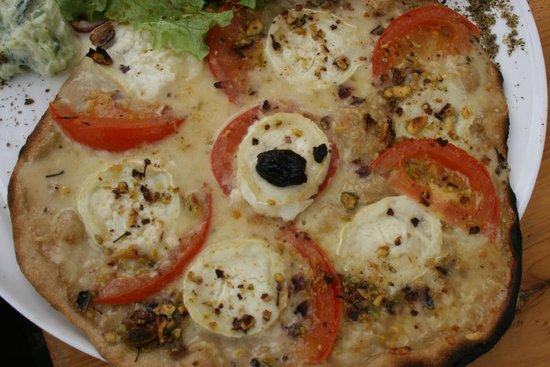 K Fee Tartines: Pizza chèvre amande/pistache