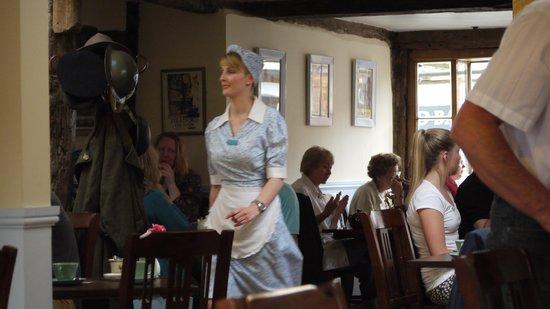 The Fourteas: Waitress Service