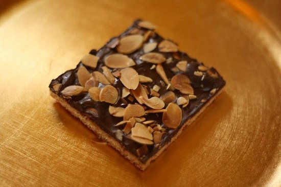 Frog Pond Cafe: Chocolate Almond Toffee Bar