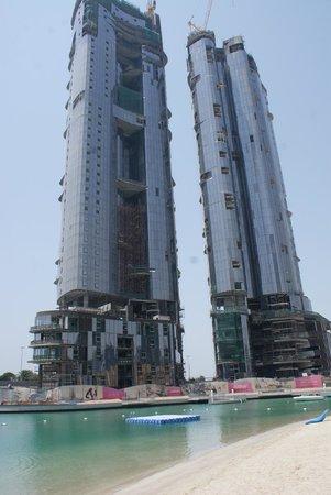 Sheraton Abu Dhabi Hotel & Resort: Стройка по соседству