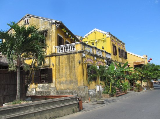 Hoi An Ancient Town: Wonderful old building on the river front