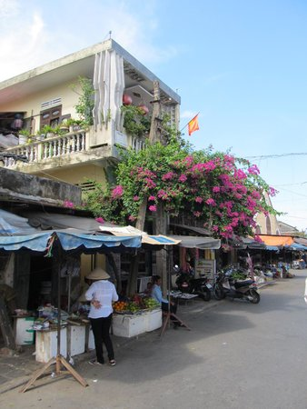 Hoi An Ancient Town: Super small retail outlets