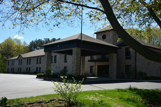 Best Western Plaza Hotel Saugatuck: the front entrance...