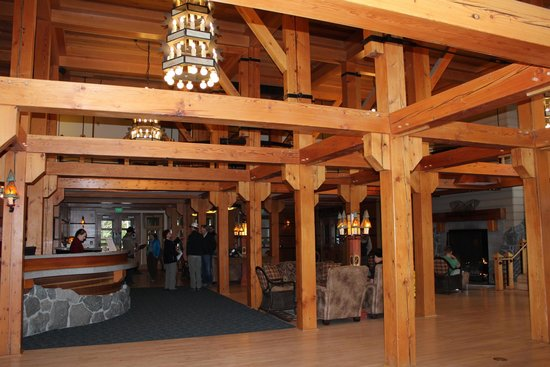 Old Faithful Snow Lodge and Cabins: Snow Lodge lobby