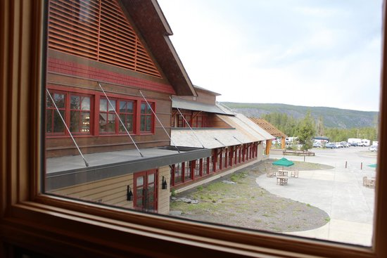 Old Faithful Snow Lodge and Cabins : Snow Lodge view from room on West side