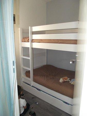 "Hotel Les Grenadines: chambre des enfants ""cabine"""