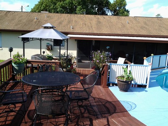 The Riverview Hotel : Pool deck