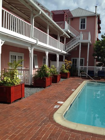 The Riverview Hotel: Pool area