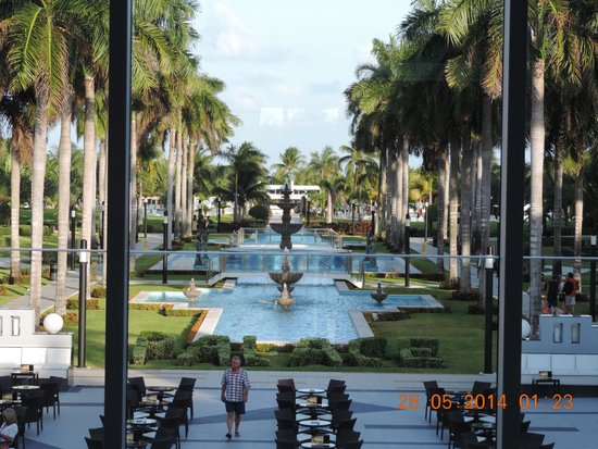 Hotel Riu Palace Mexico: The Coutryard
