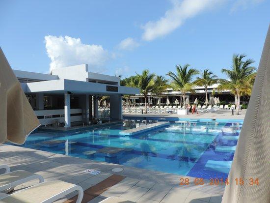 Hotel Riu Palace Mexico: Pool Bar