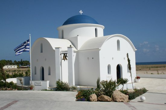 Constantinou Bros Pioneer Beach Hotel: Church at the back of the hotel