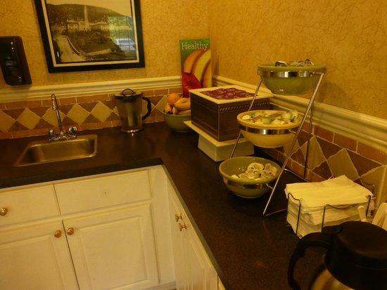 Quality Inn & Suites: Breakfast Items