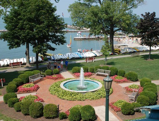 Hotel Lakeside's view of fountain and lakefront.