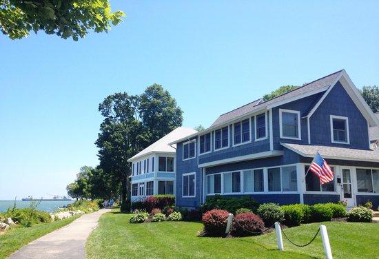 Hotel Lakeside: Lakesid'es lakefront.