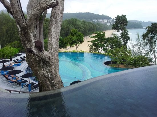Pullman Phuket Arcadia Naithon Beach : Pool and beach