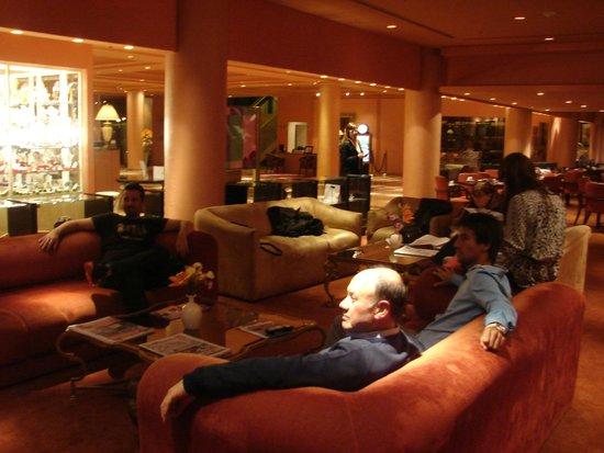 Iguazu Grand Resort, Spa & Casino : muy cómodo Lobby.