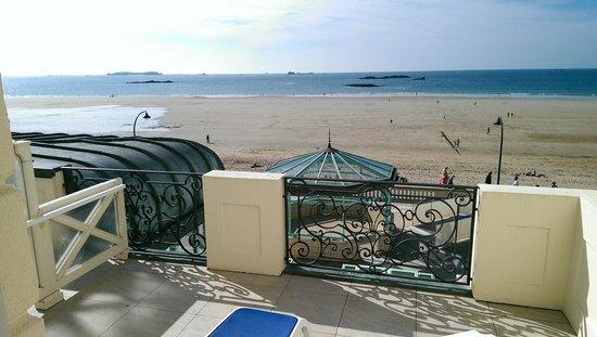 Le Grand Hotel des Thermes Marins de St-Malo: Balcon sur mer bâtiment ancien