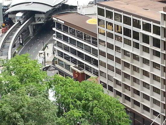 Shangri-La Hotel Kuala Lumpur: Hard Rock cafe across the street