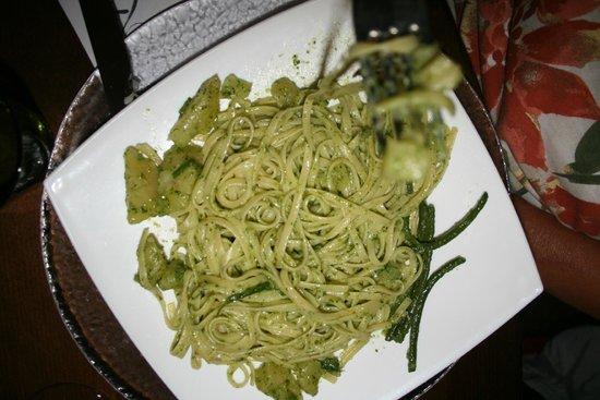 Il Lupo Antica Trattoria: Spagetti with Pesto and small potatoes