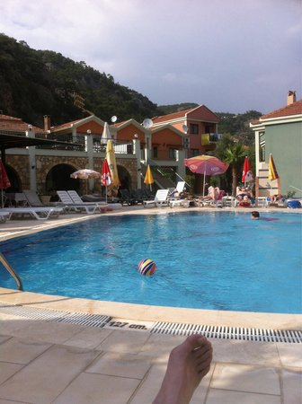 The Tower Hotel: Pool late afternoon