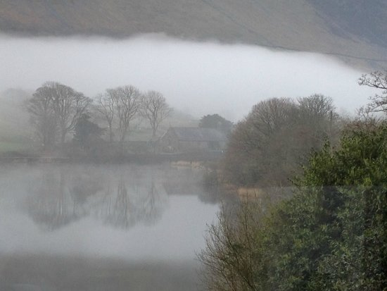 The Old Rectory on the Lake: Early morning mist on Talyllyn