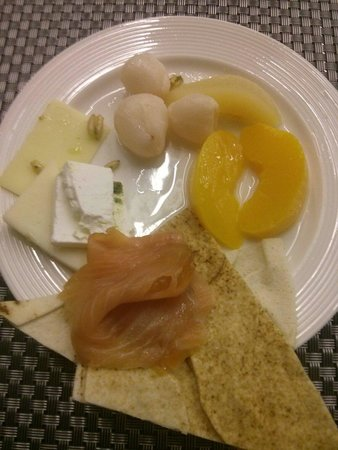 Hues Boutique Hotel : Breakfast from the buffet. Very nice.