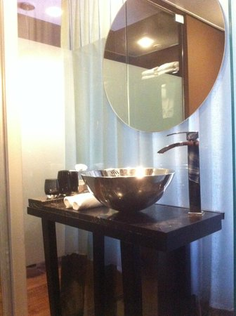 Brown TLV Urban Hotel : bathroom