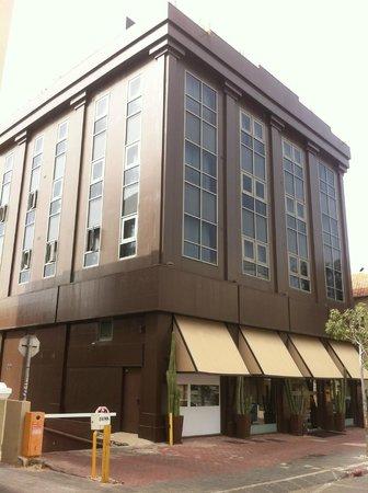 Brown TLV Urban Hotel : Hotel daytime
