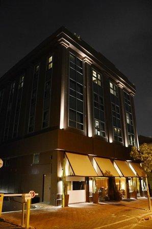 Brown TLV Urban Hotel: Hotel nightime
