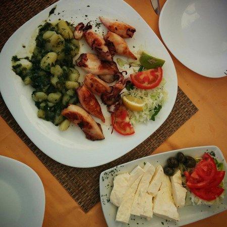 Zeleni Gaj : Grilled calamari & Serbian cheese