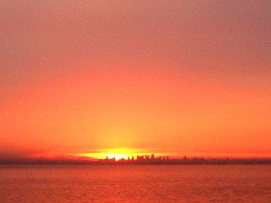 Montigo Resorts Nongsa: Sunset over SG City!