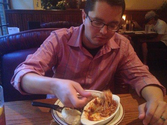 Demos' Steak And Spaghetti House: Mmmmmmm spaghetti!
