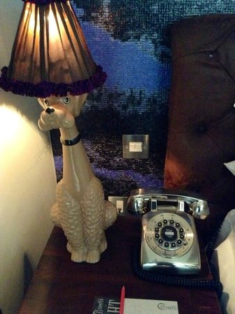 Salthouse Harbour Hotel: Poodle lamp and silver phone