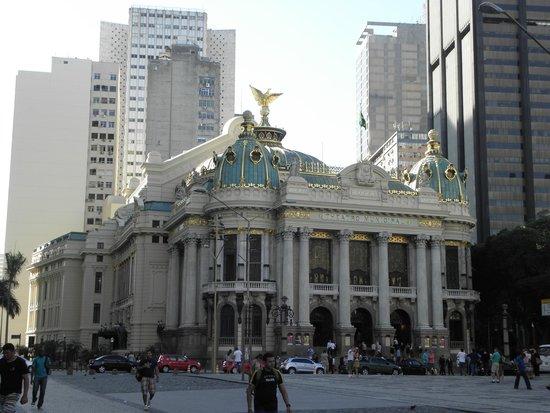 Theatro Municipal do Rio de Janeiro : Oustide view of the Theater