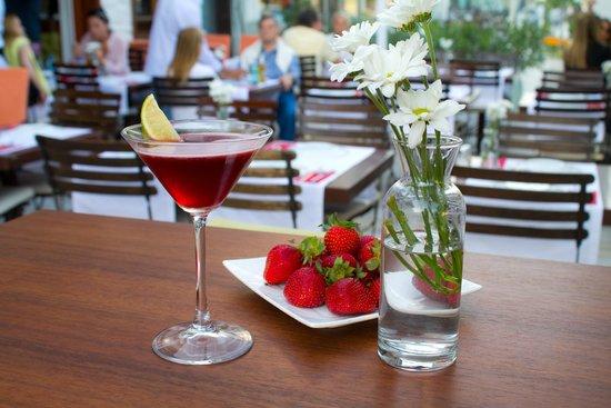 Zazu Cafe Restaurant Bar: Serinleten kokteyller
