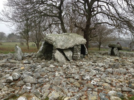 The Old Rectory on the Lake: Neolithic burial chamber