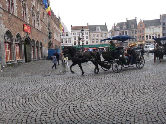 Grand-Place : Осторожно, лошади!