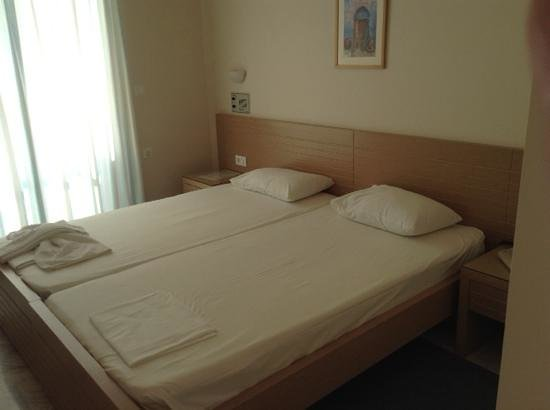 Hotel Kedrissos: bedroom