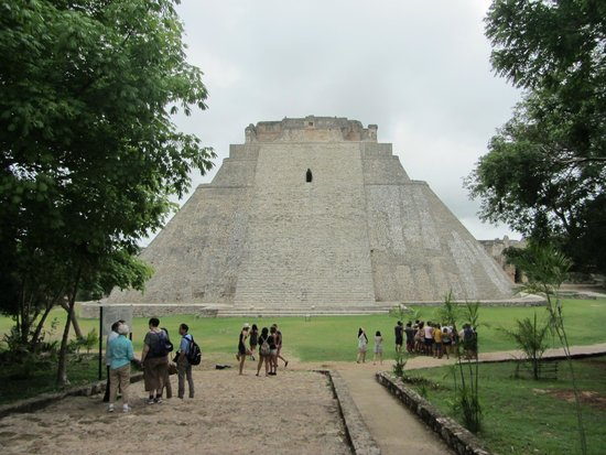 Temples d'Uxmal : Pyramid of the Magician