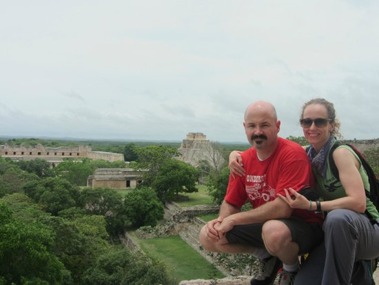 Temples d'Uxmal : By the Governor's Palace