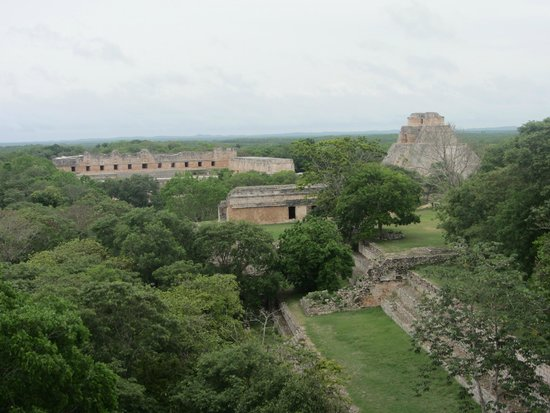 Temples d'Uxmal : View of Uxmal