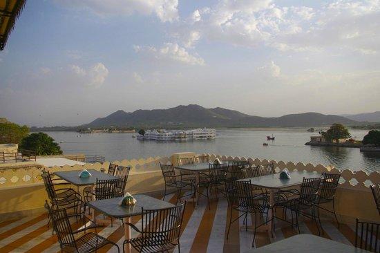 Jaiwana Haveli Roof Top Restaurant: The amazing view! Super sunsets!