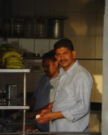 Jaiwana Haveli Roof Top Restaurant: Kitchen is clean.