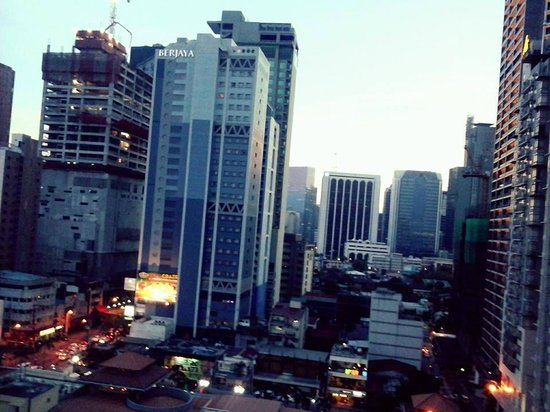 Y2 Residence Hotel: A.Venue/Makati Ave